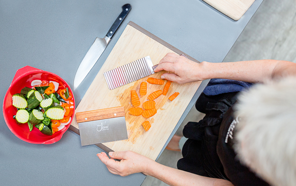 crinkle-cutter-wavy-cutter-cutting-board-knife-crinkle-cut-carrots-knife-skills-cooking-class