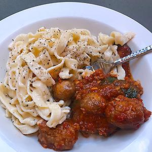 dinner-plate-with-homemade-pasta-fettuccine-alfredo-meatballs-ragu-garnish-black-pepper-italian-cooking-class