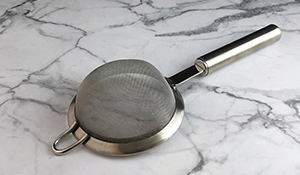 metal-duster-strainer-best-must-have-kitchen-gadget-product